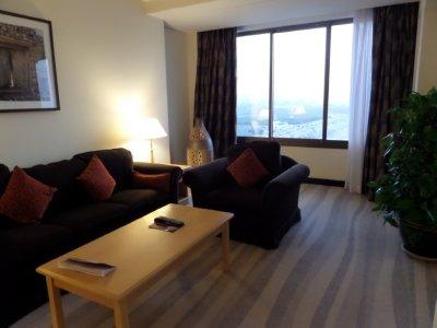 Crowne_Plaza_livingroom.jpg