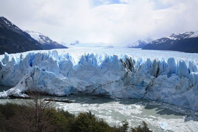 Full frontal of glacier with ice field behind