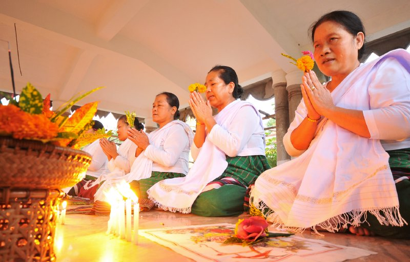 devotees at nam phake-1