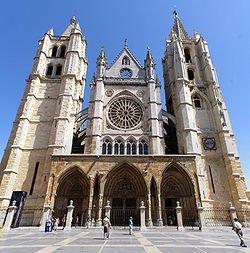 250px-Fachada_de_la_Catedral_de_León