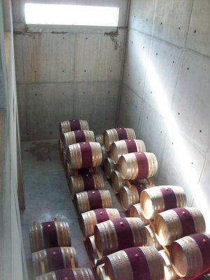 Ganz viele Weinfässer