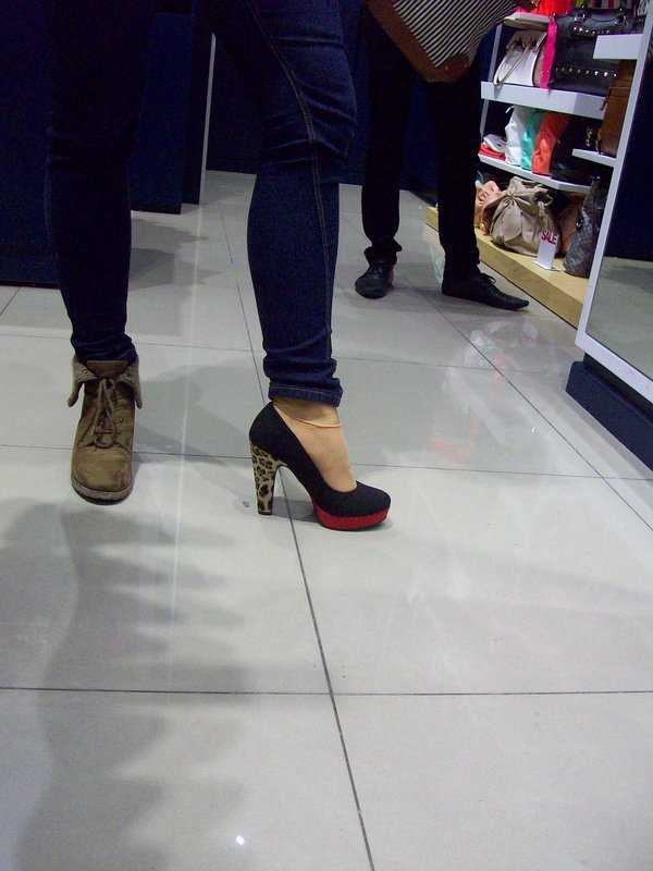 Hätten sie die Schuhe in meiner Größe gehabt, hätte ich sie sofort gekauft.