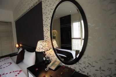 Hanoi Victory Hotel room (2)