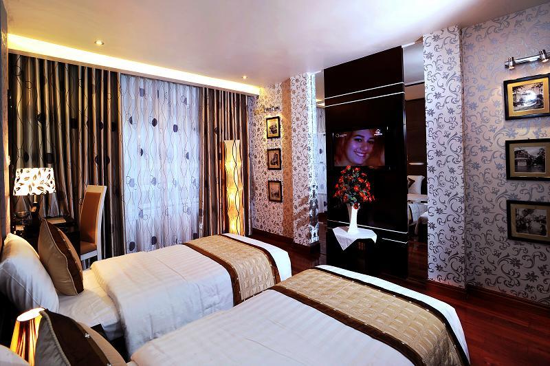 Deluxe room in Hanoi Victory Hotel