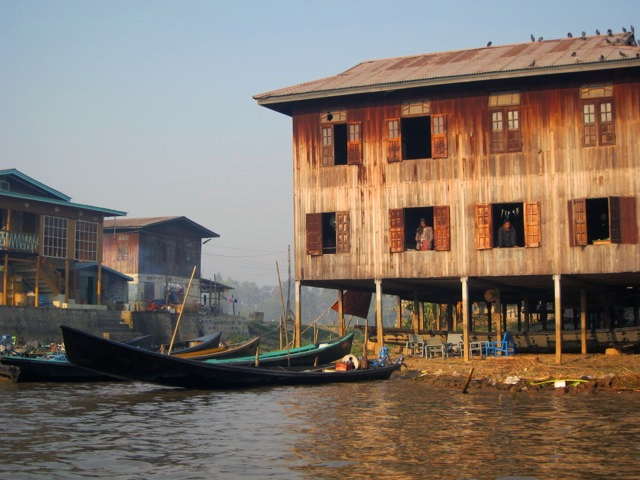 Visiting the Inle Lake water village