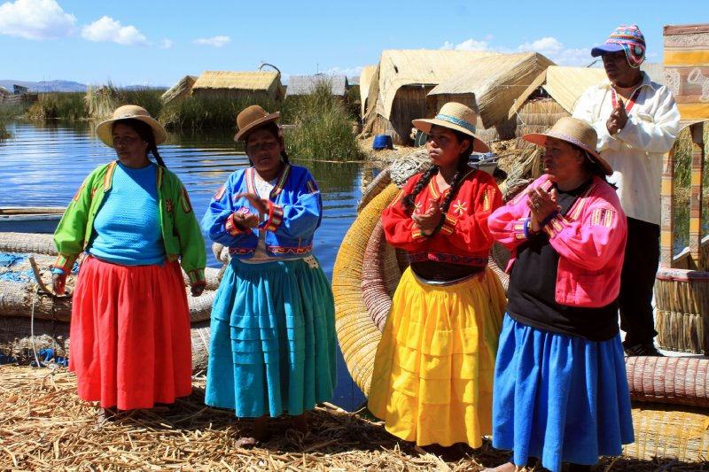 Uros people welcoming