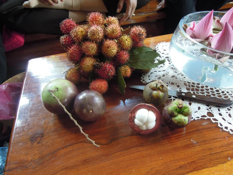 SUNDAY (13),.......................... Now for the fruit:  clockwise from the top:  RAMBUTAN (sort of like lychee)  MANGOSTEEN (white fruit with a sort of kiwi flavour) and MILKFRUIT (like it says!)