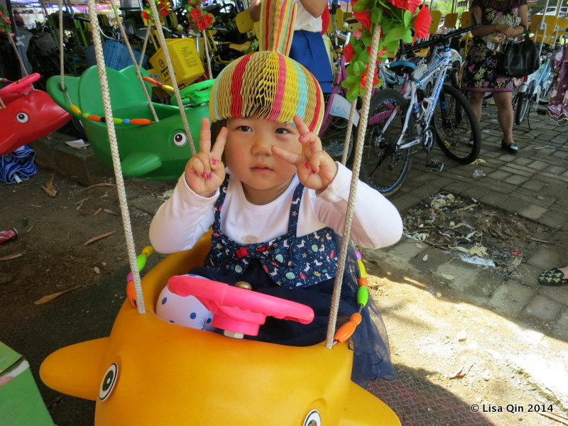 Chinese kids are adorable and learn the peace sign from a young age