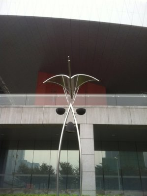 Street light in front of Shenzhen Museum