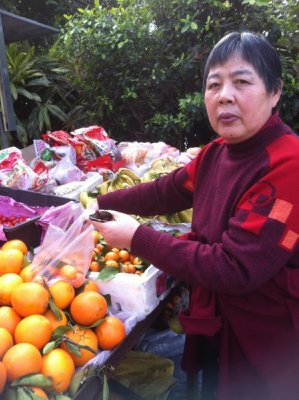 Nainai buying fruit