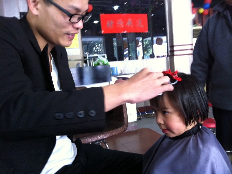 ellie getting her hair cut