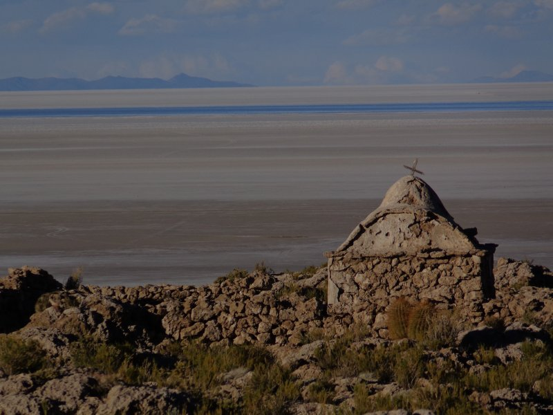 large_salar_de_uyuni_and_chapel.jpg