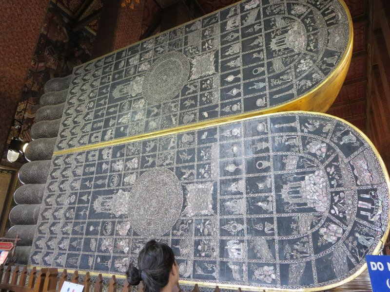 The soles of the feet of the Reclining Buddha are mother-of-pearl.