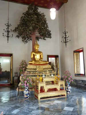 Buddha in one of the surrounding halls