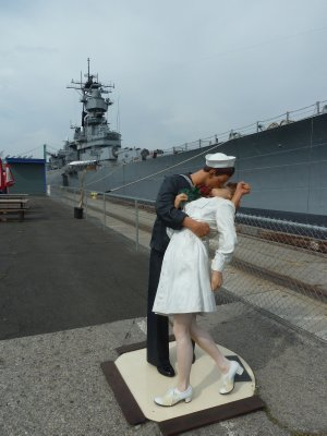 A copy of the iconic 'Sailor kissing a Nurse' statue beside the USS Iowa