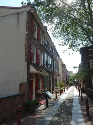 Elfreth's Alley - the oldest residential street in the USA