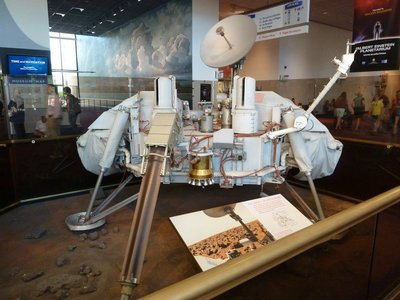 Viking Mars Lander (1976) in the entrance hall of the National Air and Space Museum