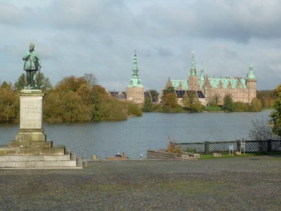 First view of Frederiksborg Slot walking up from the railway station