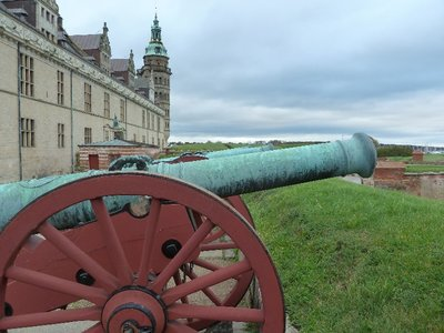 Canons on the battlements of Kronberg Slot