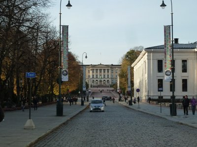 Closer view up Karl Johans Gate from the University towards the Slottet (Royal Palace)