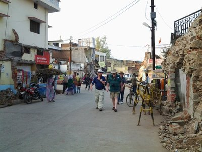 Walking through the streets of Orchha