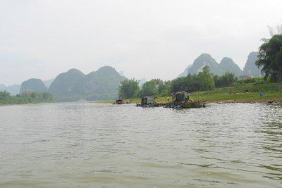 Karsgebergte vanop de Li Jiang rivier