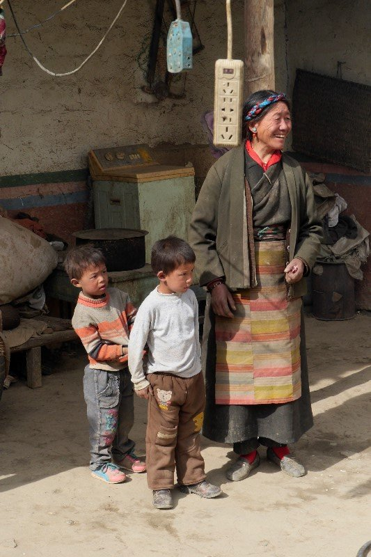 Farmer family (between Shegatse and Gyantse, Tibet)