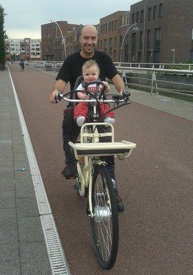 op_de_fiets.jpg