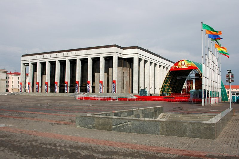 Minsk: October Square