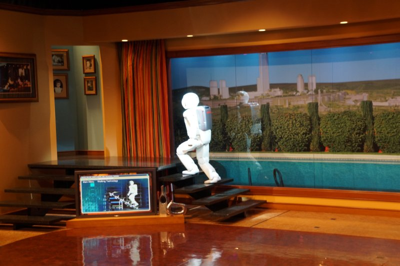 Disneyland  Tomorrowland Asimo