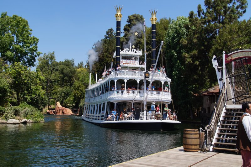 Disneyland Frontierland 5