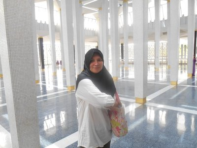 Visiting National Mosque, Joanna needed to dress like that