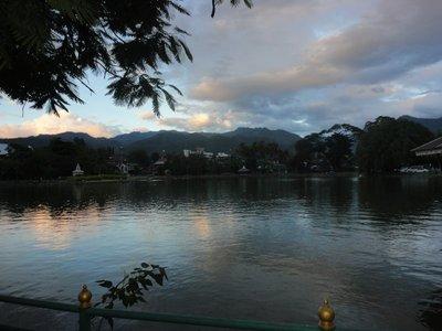 Mae hon song lake