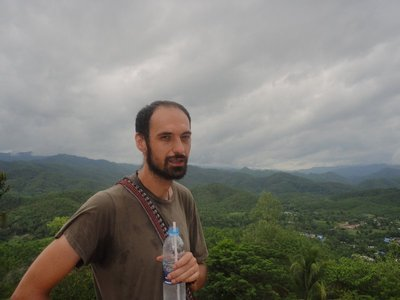 We went up wat doi kong mu. Walking and sweating <img class='img' src='http://www.travellerspoint.com/Emoticons/icon_smile.gif' width='15' height='15' alt=':)' title='' />