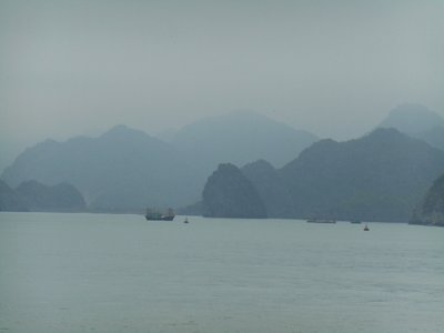 Foggy Cat Ba bay