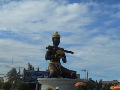 Battambang king statue