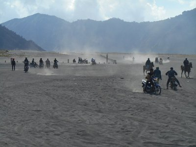 Young Indonesians racing in the sea of sand