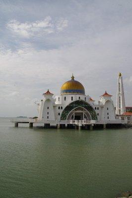 Mosquée sur le mer à Malacca