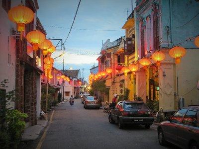 Rue de Malacca à la tombée de la nuit