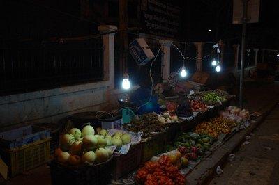 Stand d'alimentation dans une rue de Luang Prabang