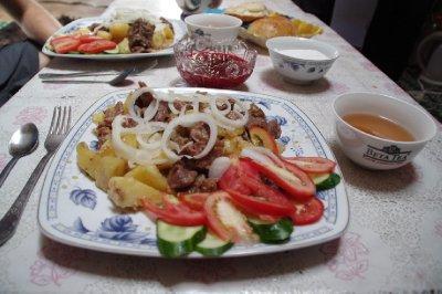 Des patates, du mouton... bref un plat kirghize !