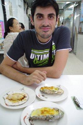Les huîtres et coquilles saint jacques de Tai O