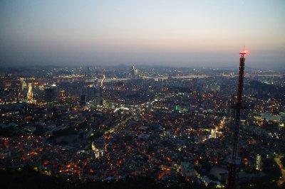 Vue de la N Séoul Tower en soirée