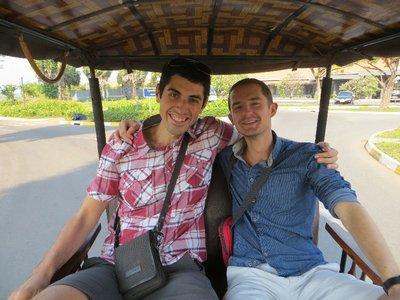 Franck et Ralph dans un tuc-tuc