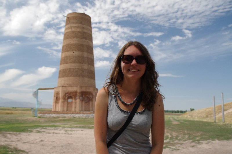Anne-Laure devant la Burana Tower