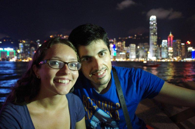 Sur l'avenue des stars à Kowloon, avec vue sur l'île de Hong-Kong au fond