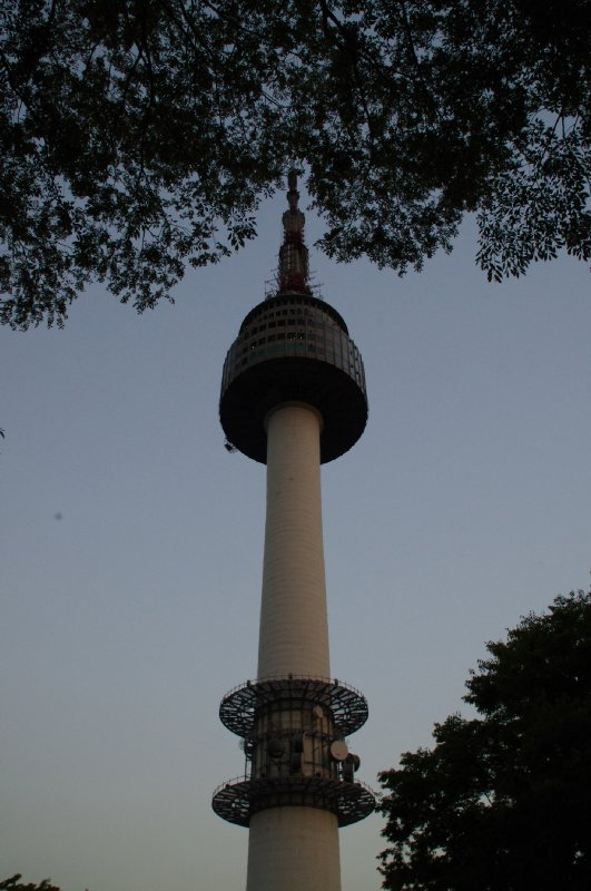 N Séoul Tower en soirée