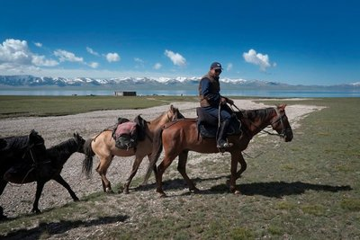 Horseback riding, Lake Song Kul