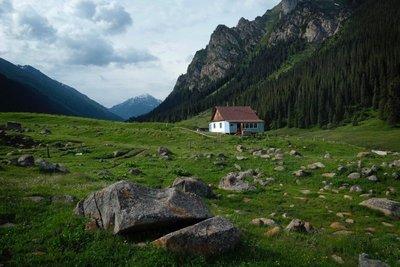 Hiking Altyn Arashan