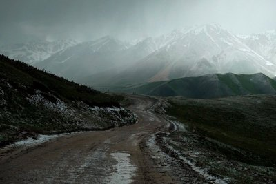 Kalmak Ashu Pass on the way to Song Kul Lake (3500 meters)